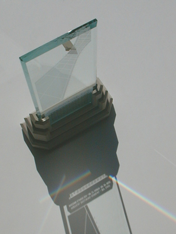 Spectra sundial with multiple prism beams